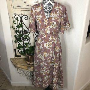 ASTR the label mauve floral midi dress